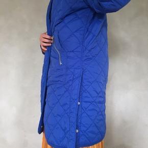 Termo jakke oversize i smuk farve og med fine detaljer 👌