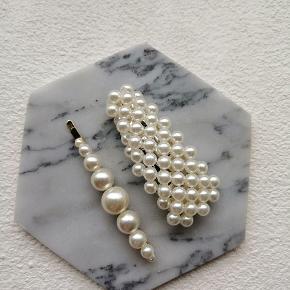 Nye perlespænder Måler ca. 7 cm. Sætpris 50 kr. Plus porto. Porto er 10 kr med postnord. 33 kr med DAO.