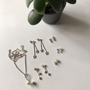 🙏🏼 ALT SKAL VÆK - SÆLGER BILLIGT 🙏🏼  👗 Diverse smykker i ægte sølv  👑 De har hver især været brugt lidt, men ikke ret meget   🔥Se også mine mange andre annoncer og følg mig gerne - der kommer løbende nyt🔥