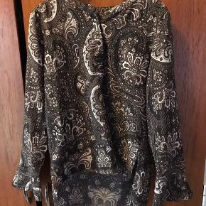 Smuk skjorte/kort tunika I god stand da jeg har brugt den sparsomt
