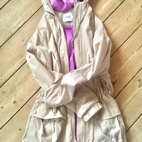 Lækker envii frakke/jakke til overgangen. 950 fra ny.! Der står S/M i den.