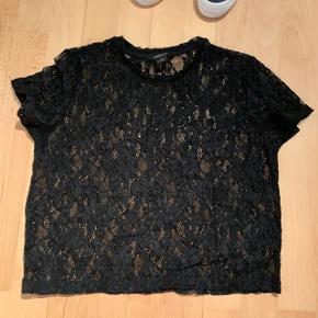 """Fin blonde t-shirt    Tages ikke ydeligere billeder Prisen er fast - brug gerne """"køb nu"""""""