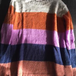 Varetype: Bluse Farve: Multi Oprindelig købspris: 400 kr.  Sælger denne smukke trøje - har kun brugt den i få timer.