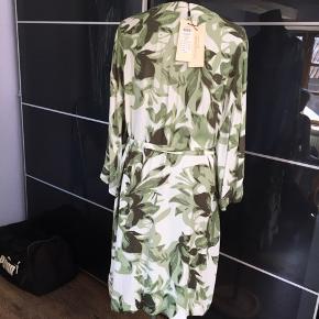 Smuk kimono aldrig brugt ny pris 800