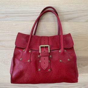 Lækker vintage Mulberry læder taske, fra den rustikke periode i 90'erne. Brugt men stadig flot.   Modellen er udgået fra kollektionen.   Måler: b35 x h29 x d16