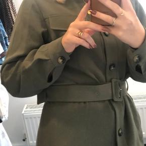 Sælger min blazer/jakke m bindebånd fra NAK-D, skriv for flere billeder