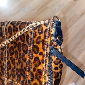 Leopard-taske fra Pieces. God stand, brugt få gange
