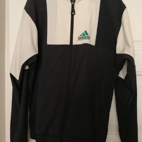 100 kr. Adidas tracksuit - XS (top & bottom).