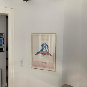 Den Lille Prins plakat i Nielsen ramme med specialglas. Størrelse: 79 x 57 cm
