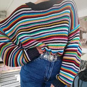 Super fed multifarvet sweater fra monki. Str large. Jeg er selv en small og har brugt den som oversize sweater. Perfekt forårs item