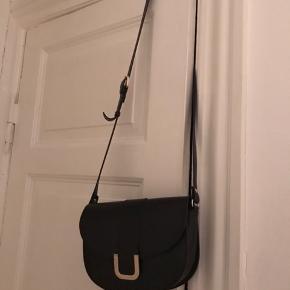 Fin A.P.C.-taske købt i Moshi Moshi. Den er brugt, men stadig i fin stand.