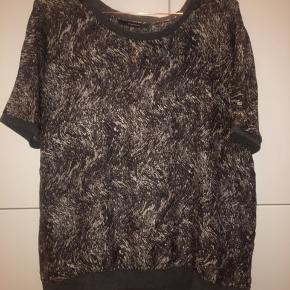 Silke t-shirt fra Graumann. Sælges da den aldrig blev brugt