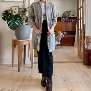 Beautiful 100% wool sweater coat in grey 🐚🐚🐚