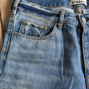 Helt nye Jeans fra Acne Studios. aldrig blevet brugt. Super fede slim fit Jeans, lige til en lækker skjorte evt.
