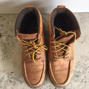 Lækre Unisex støvler der trænger til lidt kærlighed.