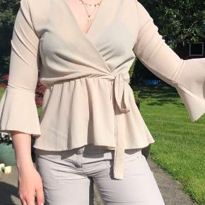 Fin trøje fra Boohoo Størrelse står ikke i, men er ret sikker på at det er en small
