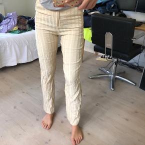 Sælger disse bukser fra & other stories, de er i en str S og er i rigtig god stand! Byd gerne