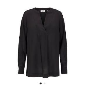 Den lækreste Fan silke skjorte fra DAY.  Fra den nye kollektion - hænger i butikkerne nu.   Nypris 1699,-  Jeg bytter ikke 😊