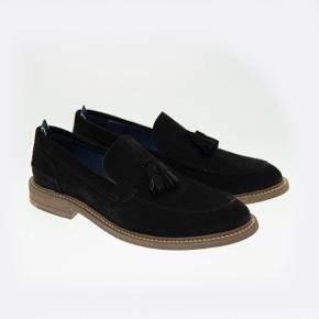Sælger disse lækre loafers fra det populære danske modemærke playboy footwear. Aldrig brugt og kostede 1100.-  Byd!