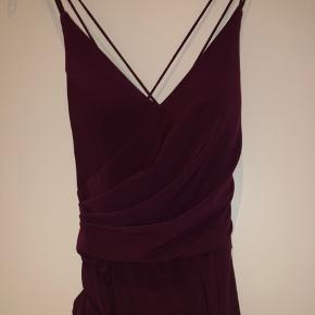 TARA WINE GALLA DRESS, STR 6. ALDRIG BRUGT. NYRPIS 1450kr
