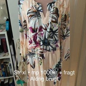 Aldrig brugt tunika /kjole  Str xl (42/44)  Mp 1000kr + fragt + ts gebyr