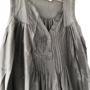 Costummade kjole/tunika i silke Antrasitgrå BRUGT 1 gang/Fremstår som ny