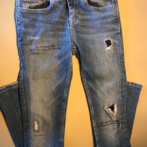 Gmb. Str. 164. (De er brugt, hvor en str. SX/Small  normalt passes. Skal syes knæet. BYD!!