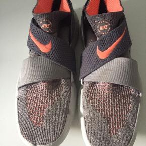 Nike Free RN Motion, kun brugt få gange. Nypris 650