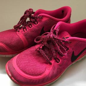Varetype: Sneakers Farve: Pink Oprindelig købspris: 700 kr. Prisen angivet er inklusiv forsendelse.  Nike free 5.0 (GS) Byyd