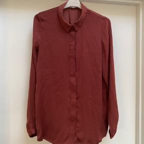 Fin skjorte i god stand.  Se også alle mine andre annoncer 🌸   #30dayssellout