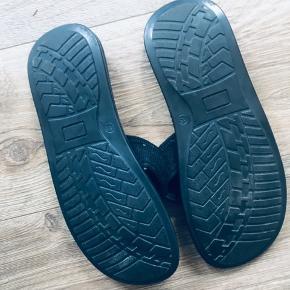 Lækre split-toke sandaler str 45
