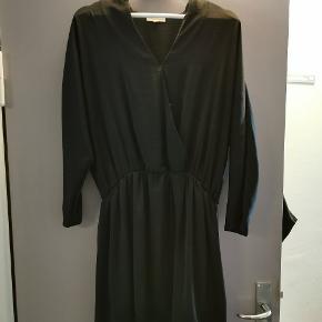 Sød kjole fra Moss copenhagen. Den går mig til midt på låret, og jeg er 179.