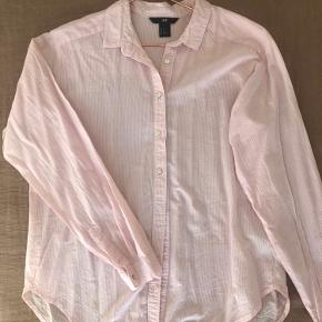 Stribet skjorte (lyserød, hvid) i str 34 Løstsiddende 👔👚