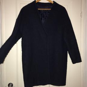 Mørkeblå frakke fra Zara 48% uld 52 % polyester Str. Xs