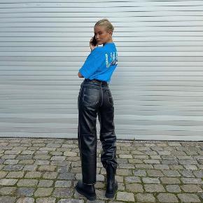 Læder bukser fra Simonett  Ubrugte med prismærke   Str M (28) - kan sagtens passe en S   Købt for 1500DKK (inkl fragt og told fra USA)