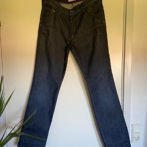 Mega fede Lee jeans, små i størrelsen, passer en str. 38/40.
