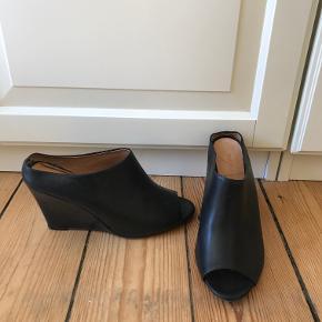 Won Hundred heels