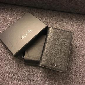 Varetype: Kortholder Størrelse: NS Farve: Sort  Gave fra ven. Ægte læder. Helt ny. Til kreditkort eller visitkort