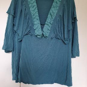 Zizi bluse str L sælges  Længde ca 70 cm og bryst Ca 2x 67 cm