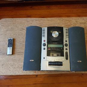 Denver musikanlæg med indbygget højtalere, cd og båndspiller,til at hænge på væggen måler: 48 cm bred-35 cm høj og 8 cm dyb