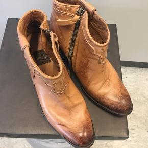 Virkelig flotte støvler fra Billi Bi. Kun brugt en gang så fremstår nye. Nypris var 1000,-