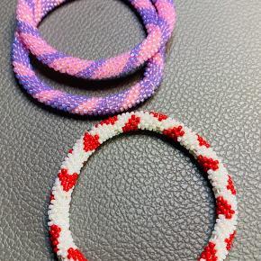 Hæklet armbånd i små str 11, Miyuki Seed Beads perler, hæklet på nr 1,25, 1,00, ca one sixe, rulles op omkring håndled, pris er incl porto, b-brev, betales via mobilpay