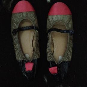 Smukke lak sko med detaljer SÅ dejlige at have på.  SÆLGER GRUNDET PENGEMALNGEL