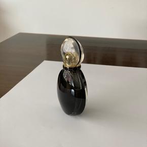 Eksklusiv dejlig parfume - brugt 30% (se foto)  Fået allergi så kan desværre ikke bruge den. Men den dufter fantastisk 🤗  Forsendelse m DAO - køber betaler forsendelsen