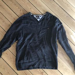 Varetype: Pullover Farve: Blå Oprindelig købspris: 1600 kr.