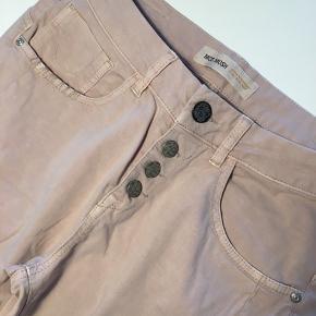 Sælger disse paxion pants fra mosh mosh i str. 27. Brugt få gange - i meget pæn stand. ☺️ vaskes inden sending.