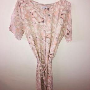 Skjortekjole, kjole, lang bluse. Så fin her til sommer ☀️ SE OGSÅ MINE MANGE ANDRE ANNONCER 😍