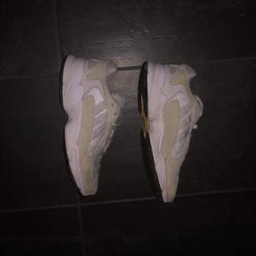 Adidas Yung-1 Str. 42 2/3  27 cm