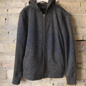 Varetype: Side Pocket Zip Hoodie Farve: Dark Grey Melange Oprindelig købspris: 1600 kr.  T by Alexander Wang zip hoodie med sidelommer og sølv kontrast lynlås. Mørke grå & sort maleret. Lavet i nistret 100% bomuld.