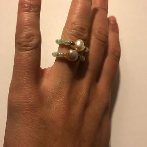 Perle beads ringe med stor ferskvandsperle i midten. 2 for 50kr inkl Porto!